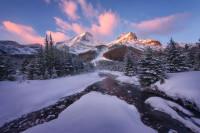 Explora las montañas rocallosas en invierno